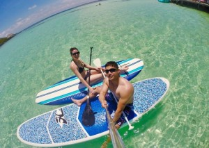 couple paddle boarding in belize