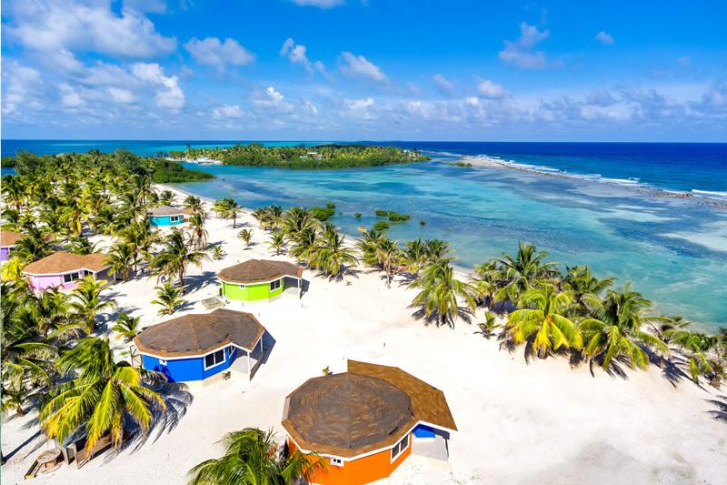 Manta Island Resort - Cabana Exterior