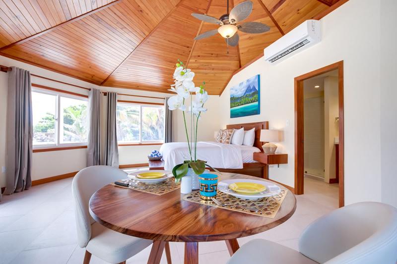Manta Island Resort - Cabana Interior